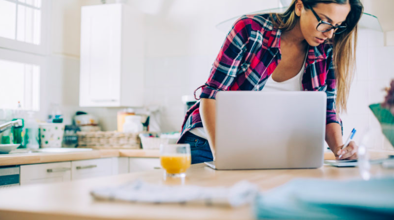 20+ otthonról végezhető vállalkozási ötlet